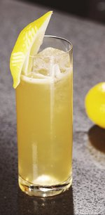 A glass of Bulleit Bourbon lemonade. Click to find our recipe for Bourbon lemonade